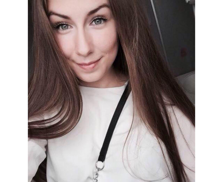 Emilie Meng forsvandt sporløst fra Korsør Station 10. juli 2016. En storstilet eftersøgning af den unge kvinde blev i de efterfølgende måneder iværksat, men lige lidt hjalp det. Først 24. december blev Emilie Mengs lig fundet i en sø ved Regnemarks Bakke, 65 kilometer fra Korsør.