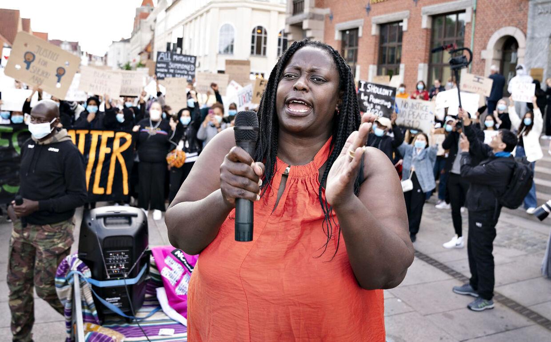 Bwalya Sørensen fra Black Lives Matter Denmark demonstrerer i Aalborg, tirsdag 9. juni 2020.