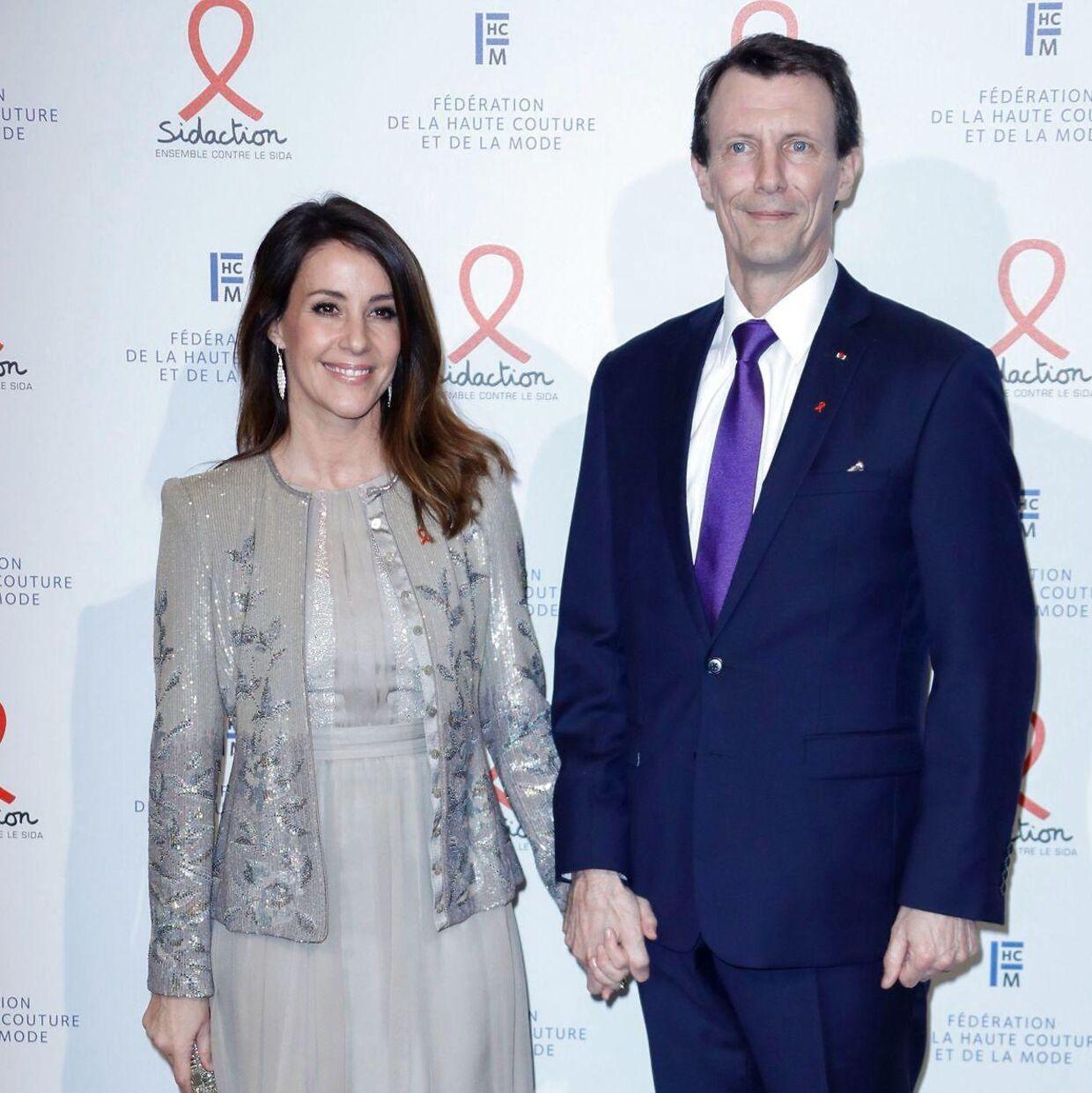 Det er endnu ikke fastlagt, hvordan prins Joachim og prinsesse Marie skal finansiere deres liv i det franske. Statsministeren har fremført et beslutningsforslag om, at man giver ham tilladelse til at beholde sine årpenge, så længe han arbejder på en dansk ambassade.