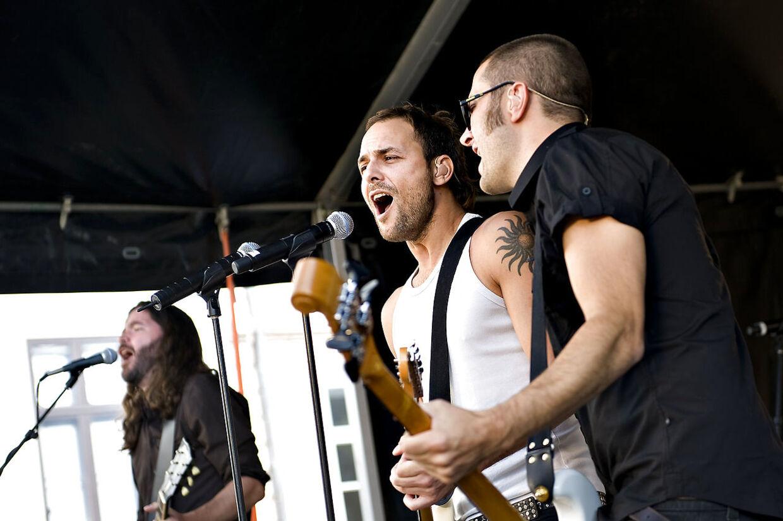 Johnny Deluxe under en koncert i 2008.