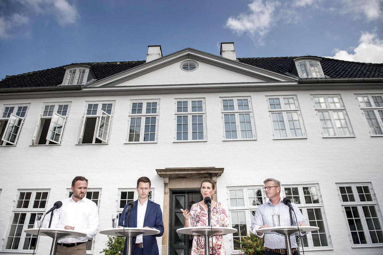 Marienborg, som er den danske statsministers embedsbolig, blev opført i 1745 af Olfert Fischer. Det er bygget for de såkaldte sukkerpenge, som stammede fra danske plantager, som brugte slaver.