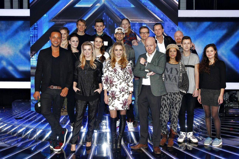 Nu går konkurrencen i gang. De tilbageværende ni X Factor-solister samt grupper skal for alvor vise, hvad de duer til, når første liveshow går i luften.