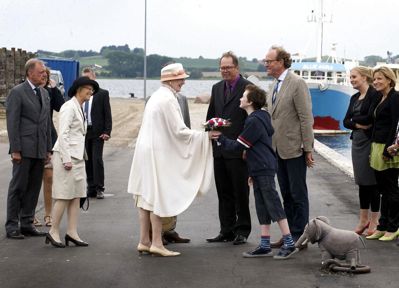 Dronning Margrethe og prins Henrik besøger Faaborg hvor de ser optagerlsene til den nye Lille Per film.