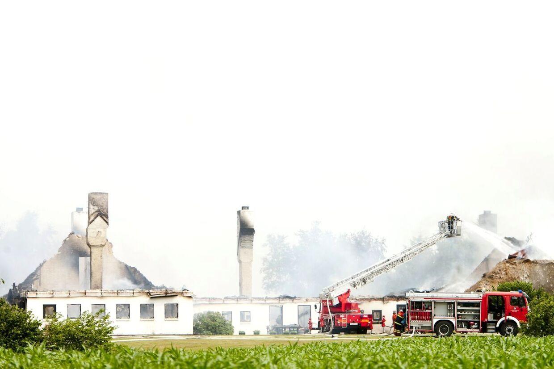 Christian Kjærs trelængede sommerhus, Øster Nørskov, på Venø brændte lørdag den 9. juli ned til grunden.