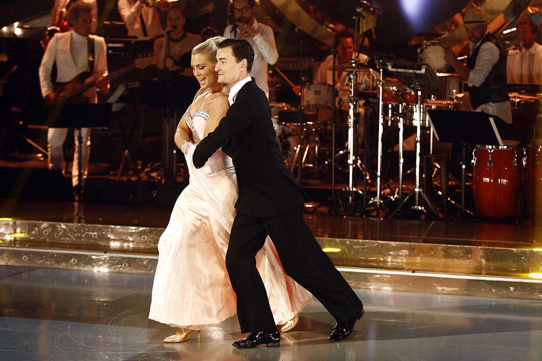 Vild med dans 2012 - Svømmer Jeanette Ottesen Gray danser med Marc Christensen.