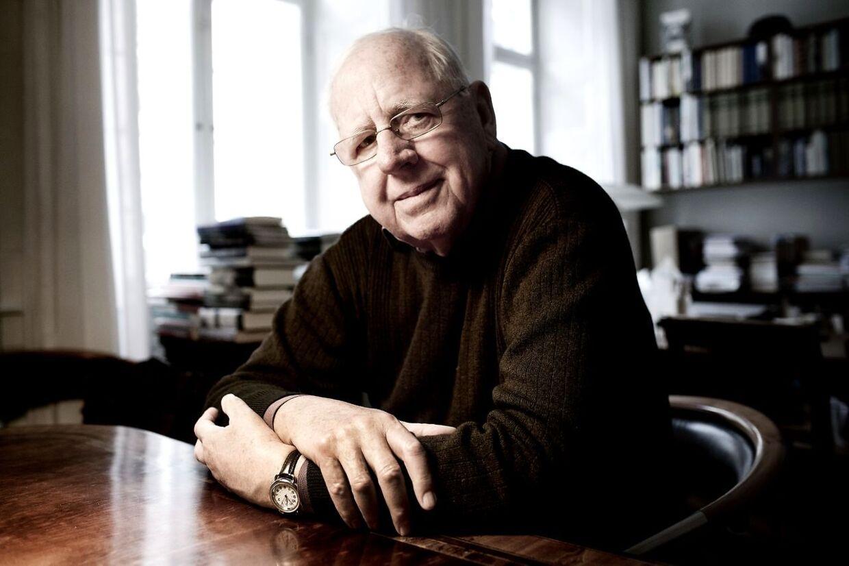 Klaus Rifbjerg var i årene 1984-91 Gyldendals litterære direktør. Her er han tilbage på kontoret tyve år senere.