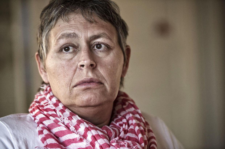 Jeg er ikke bange for at dø, jeg er bange for at leve videre, siger Jane Hoffmann. Den niende januar dør Jane Hoffmann, når hun bliver hjulpet ud af livet på en klinik i Schweiz. Jane Hoffmann har i tre årlidt af den uhelbredelige og aggressive ALS, Amyotrophic lateral sclerosis, som maks giver patienten fem år at leve i.
