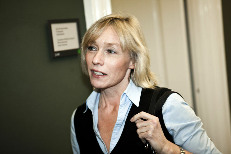 Henriette Kjær fortæller, at hun høvler af gælden hver måned