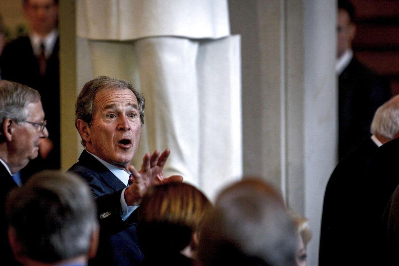 Den tidligere præsident George W. Bush vil mandag aften deltalge i et valgmøde i South Carolina for at støtte sin bror Jeb Bushs kampagne for at blive republikansk præsidentkandidat. Det bliver første gang, at den tidligere præsident går ind i valgkampen for sin bror.