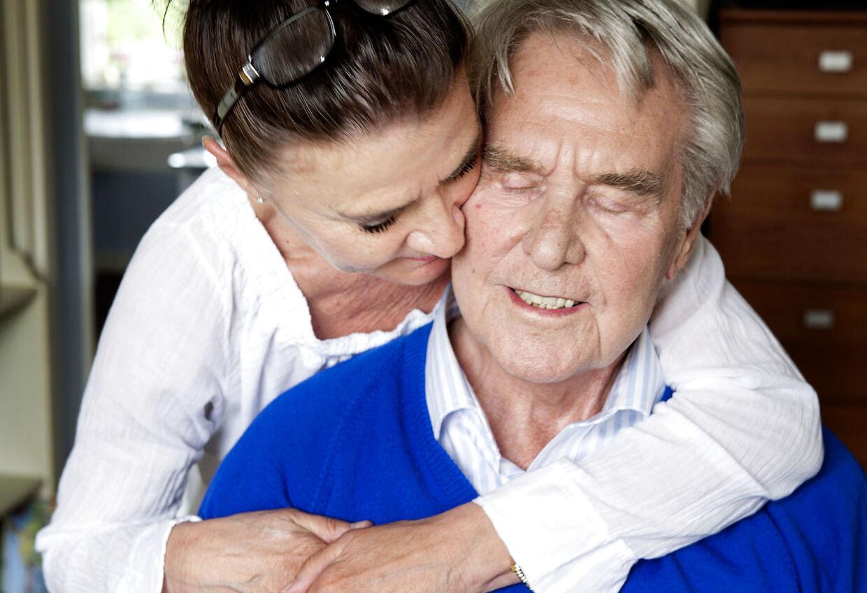 88-årige Holger Juul Hansen og konen Ingemå fejre jul på Bispebjerg Hospital, fordiden folkekære skuespillerendnu ikke er kommet sig oven på en alvorlig lungebetændelse.