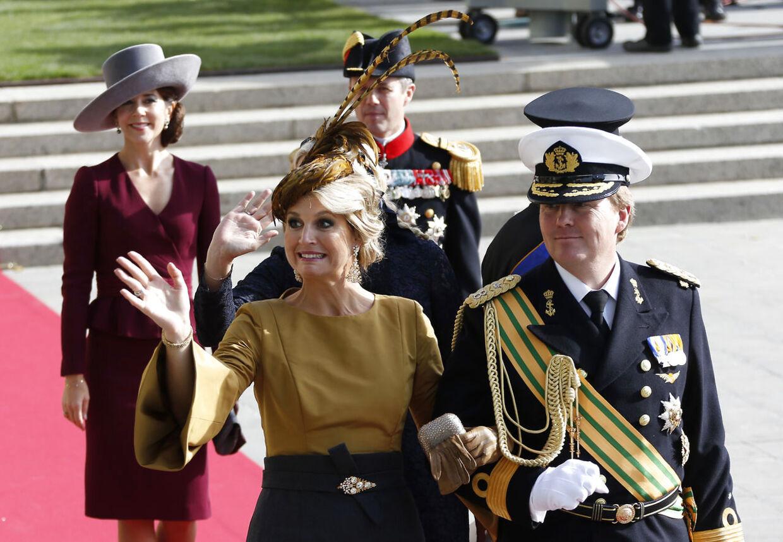 Hollands kronprinsesse Maxima havde en meget svær graviditet, hvor hun kastede op i et væk, da hun ventede sin og Willem-Alexanders første barn. Bag det hollandske kronprinspar ses Mary og Frederik.