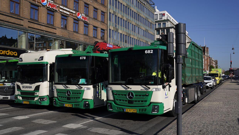 Skraldeaktion på H C. Andersens Boulevard i København ved Rådhuspladsen onsdag morgen.