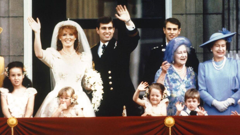 I 1985 giftede prinsen sig med Sarah Ferguson. Ægteskabet holdt kun ti år, men parret er stadig venner, og ekshustruen har tidligere udtalt, at hun støtter stadig støtter prinsen trods den massive modvind, han er havnet i.