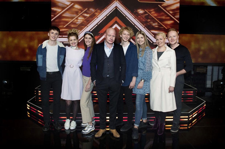 Thomas Blachmann med sine deltagere Place on Earth, Sol & Christian og Anne Mette & Tomas ved X-factor pressemøde.