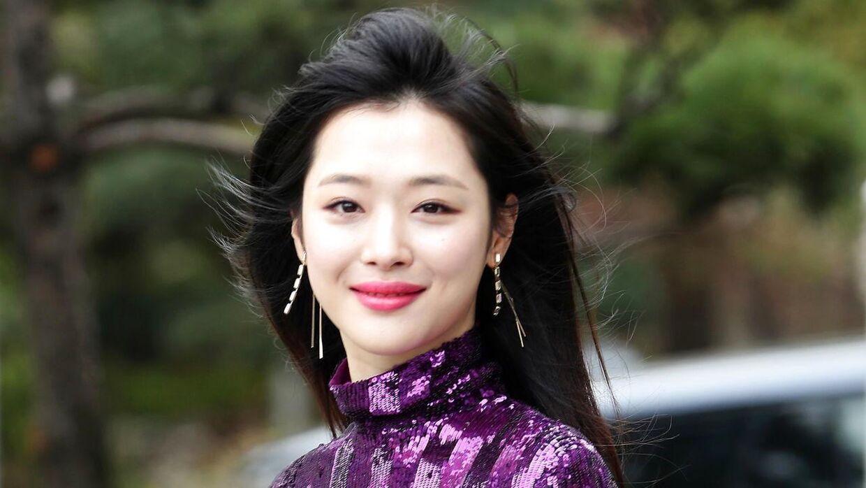 Sulli, der oprindeligt hedder Choi Jin-ri, blev fundet i hjemmet af sin manager. Hun blev 25 år.