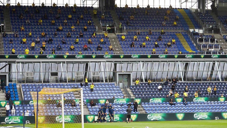 3.000 fans i Brøndby til søndagens testkamp mod FC København, hvor afstandskravet var øget til to meter.