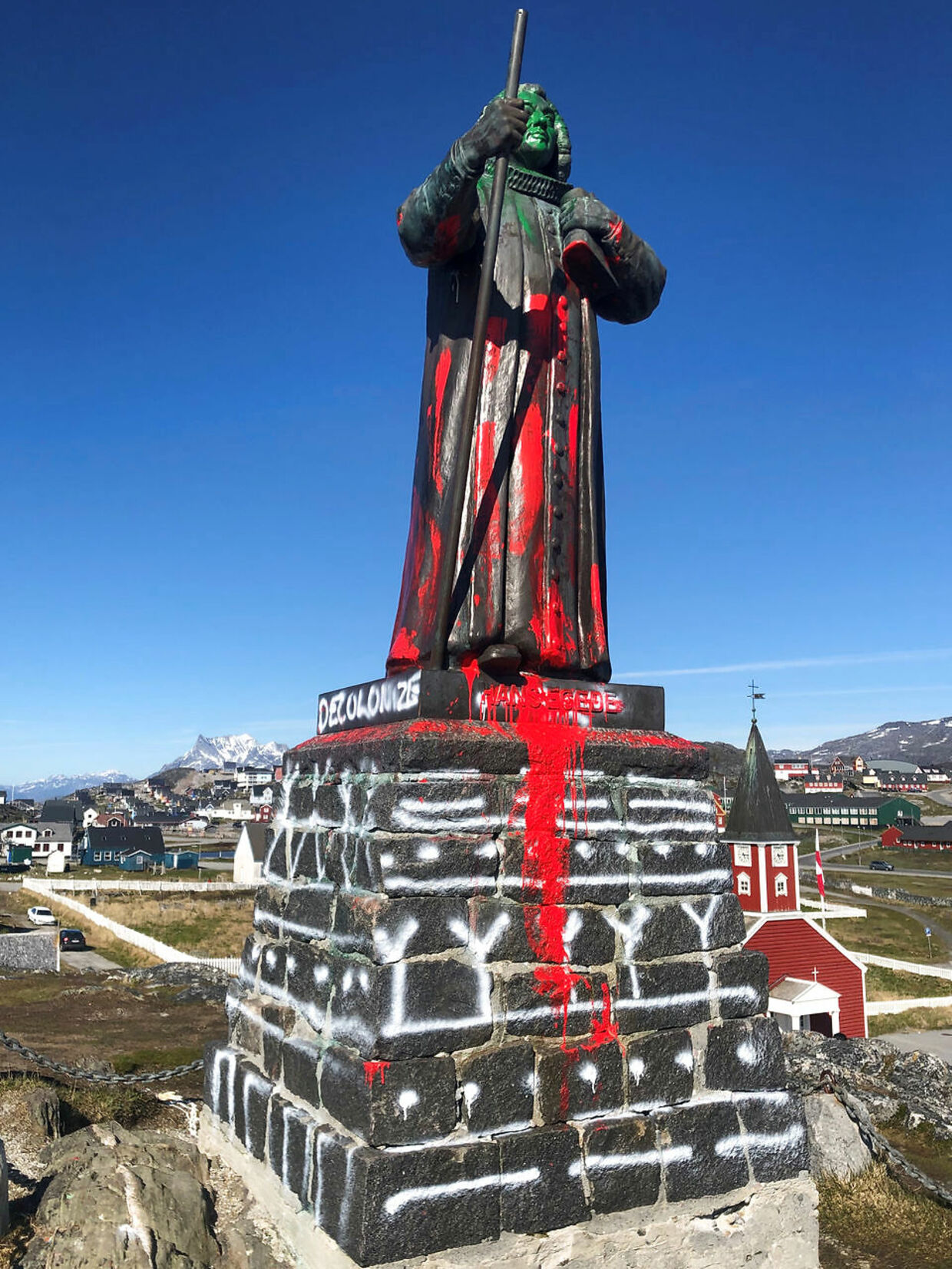 The statue of Hans Egede is seen after being vandalized in Nuuk, Greenland June 21, 2020, in this image obtained from social media. Hans Peter Kleemann/via REUTERS THIS IMAGE HAS BEEN SUPPLIED BY A THIRD PARTY. MANDATORY CREDIT.NO RESALES.NO ARCHIVES.