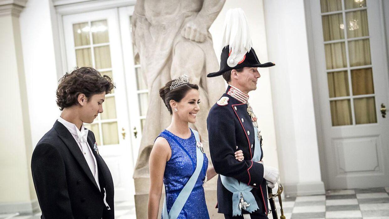 Prins Joachim får rang af brigadegeneral, når han tiltræder i sit nye job. Her ses han med sin søn prins Nikolai og sin kone, prinsesse Marie.