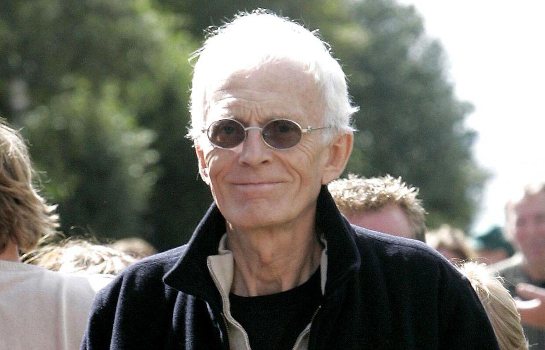 Et af de få billeder af Tvinds leder, Mogens Amdi Petersen, taget under byretssagen mod Tvind i 2006. Siden har han været forsvundet. Nu har B.T. fået helt nye optagelser af Tvind-lederen fra 2019.