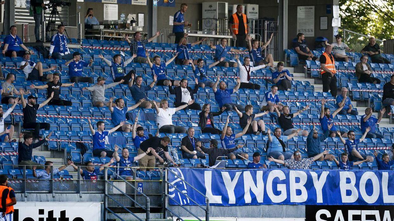 Lyngby tilskuere under superligakampen mellem Lyngby Boldklub - OB på Lyngby Stadion, mandag den 22 juni 2020. Kampen var den ene af tre testkampe, hvor der blev åbnet for mere en 500 personer på stadion - men ingen udefans.