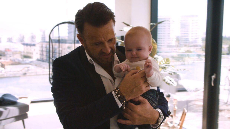 Dennis Knudsen med sønnen Lucas.