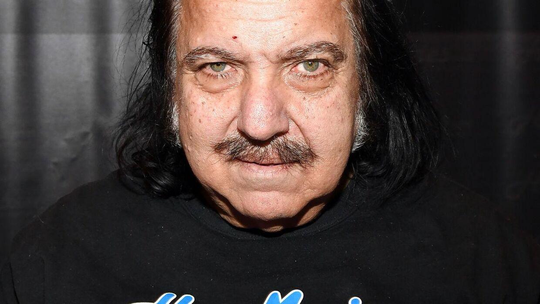Ron Jeremy er blevet anklaget fore tre voldtægter.