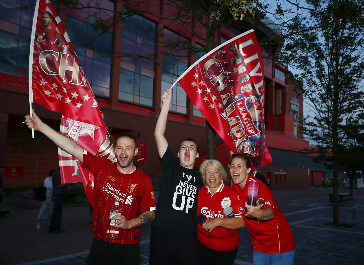 epa08509629 Ecstatic Liverpool FC supporters celebrate outside Anfield stadium in Liverpool, Britain, 25 June 2020. Liverpool have been crowned champions of the Premier League for the first time in three decades after Chelsea FC beat Manchester City FC 2-1. Man City's failure to win this crucial duel mathematically handed the English top league title to the Liverpudlian club led by German manager Juergen Klopp. EPA/LYNNE CAMERON