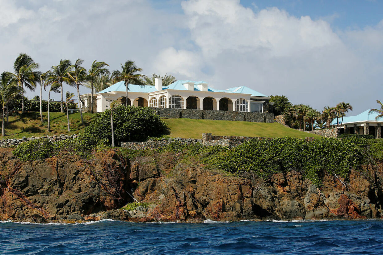 En del af misbruget foregik på Jeffrey Epsteins private ø i Caribbien.