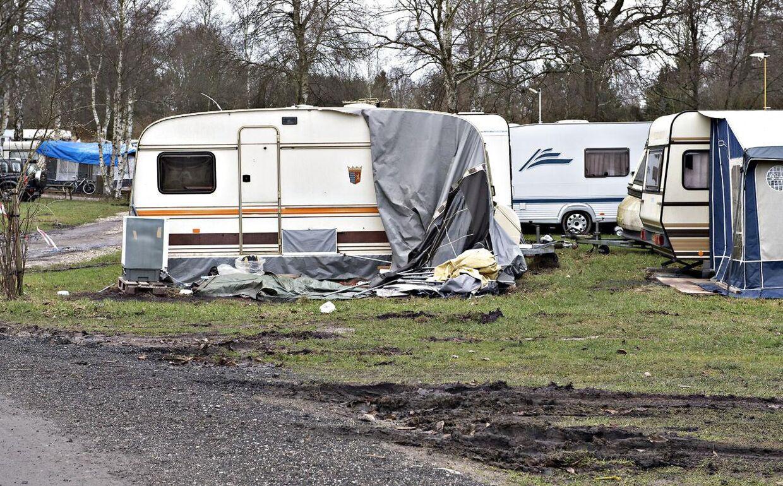 Corona Camping, der ligger i nærheden af Regnemarks Bakke, hvor liget af Emilie Meng blev fundet den 24. december 2016, bliver nævnt flere gange i brevet fra den anonyme.