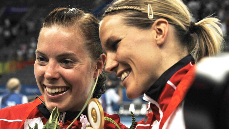 Gro Hammerseng (th.) og Else Marthe Soerlie Lybekk efter sejren ved OL i 2008.