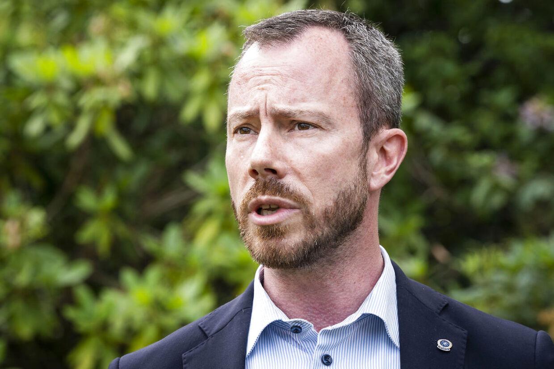 Venstres formand Jakob Ellemann-Jensen får nu hård kritik af Morten Messerschmidt fra Dansk Folkeparti.