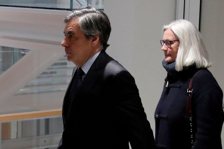 En fransk domstol har mandag fundet den tidligere premierminister François Fillon skyldig i underslæb med offentlige midler i en sag, som ødelagde hans chancer for at blive konservativ præsidentkandidat i 2017. Charles Platiau/Reuters
