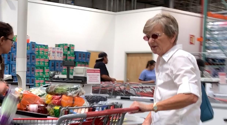 73-årige Ruth Sejerøe-Olsen følger stadig Tvind-stifter Mogens Amdi Petersen.