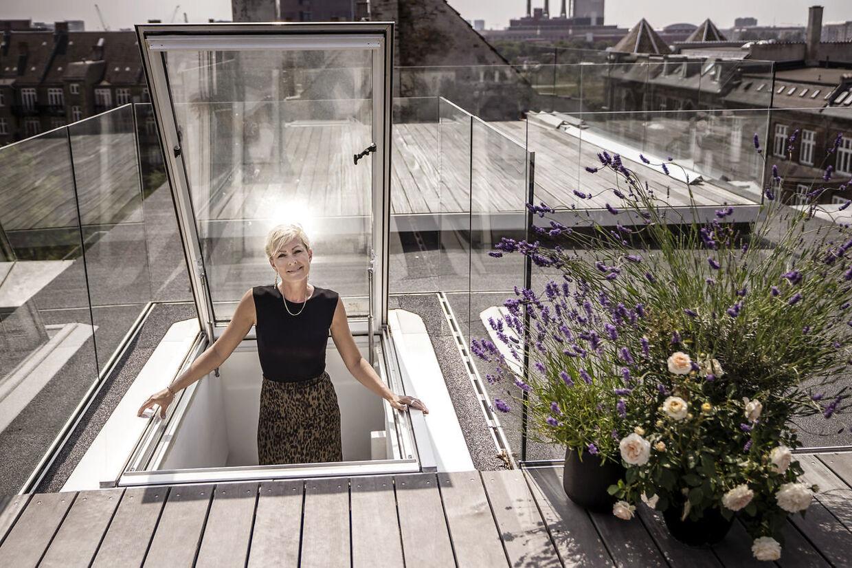 Cecilie Beck flyttede ind i Vesterbro-lejligheden med den private tagterasse efter skilsmissen fra Rasmus Tantholdt.