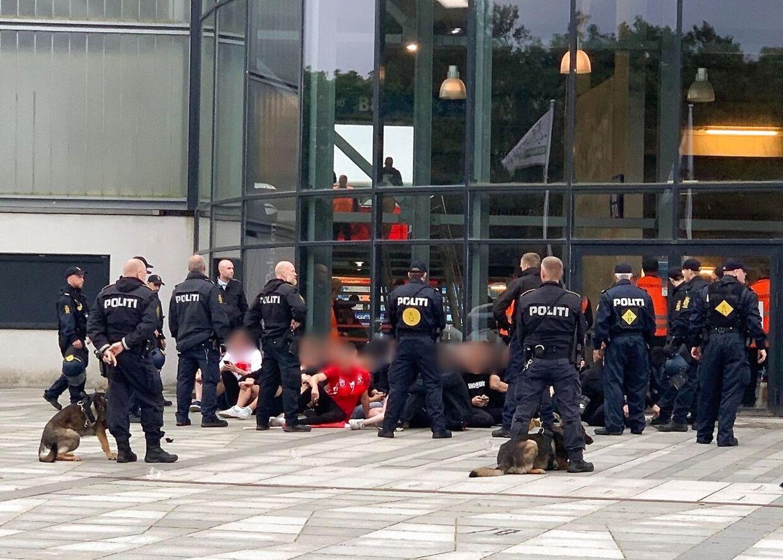 Her ses billeder af de AaB-fans, der smidt ud af stadion under pokalfinalen og politiet har bedt om at sidde ned. (Foto: presse-fotos.dk/Scanpix 2020)