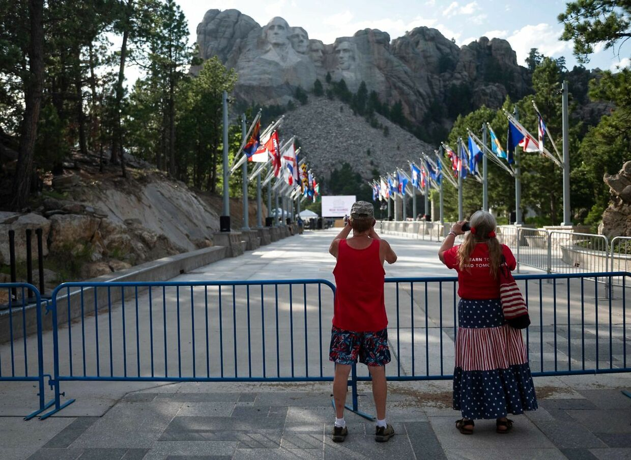 Her ses de meget berømte skulpturer af tidligere amerikanske præsidenter på Mount Rushmore i South Dakota, hvor Donald Trump vil holde sin tale den 4. juli. (Photo by Andrew CABALLERO-REYNOLDS / AFP)