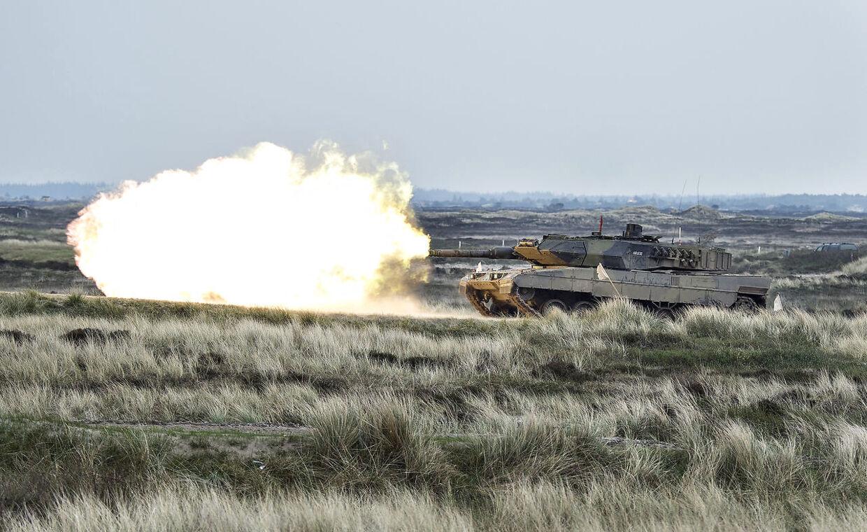 Forsvaret har gennem de senere år oplevet, at vildfarne turister ved en fejl kommer ind på i det militære område ved Oksbøl Kaserne, når der er en skarpskydning i gang, skriver DR. . (Foto: Henning Bagger/Scanpix 2017)