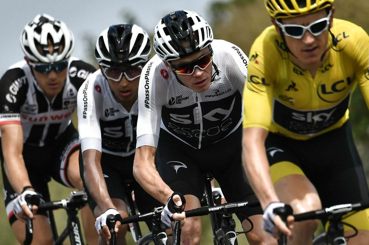 Geraint Thomas (i gult), Chris Froome (lige bagved Geraint Thomas) og Egan Bernal (lige bagved Chris Froome).