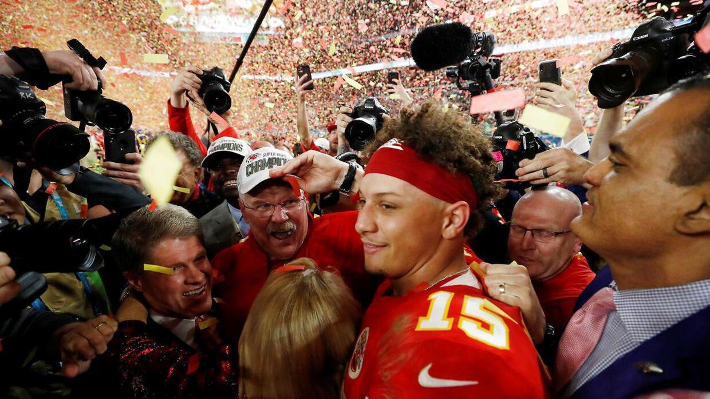 24-årige Patrick Mahomes i centrum efter Super Bowl-sejren over San Francisco 49ers tilbage i februar.