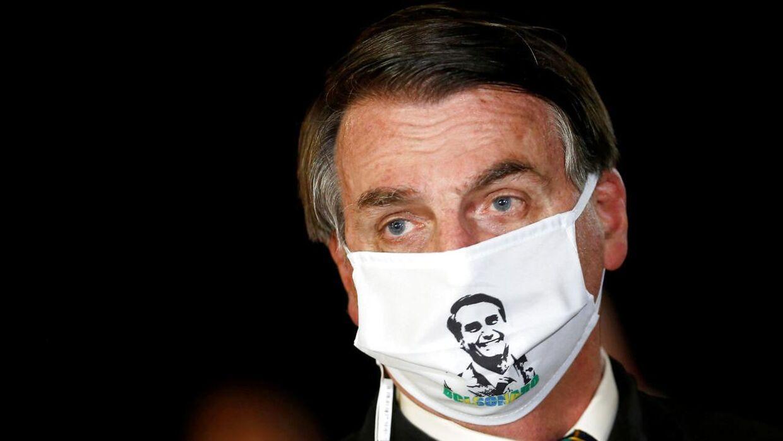 Arkivfoto af den brasilianske præsident Jair Bolsonaro i maj 2020. Præsidenten, som har selv har undervurderet pandemien, er nu konstateret smittet.