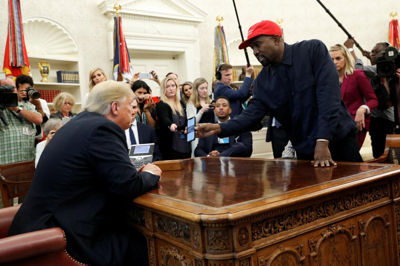 Kanye West besøgte sammen med sin hustru, Kim Kardashian West, Donald Trump i Det Ovale Værelse i oktober 2018. Kevin Lamarque/Reuters