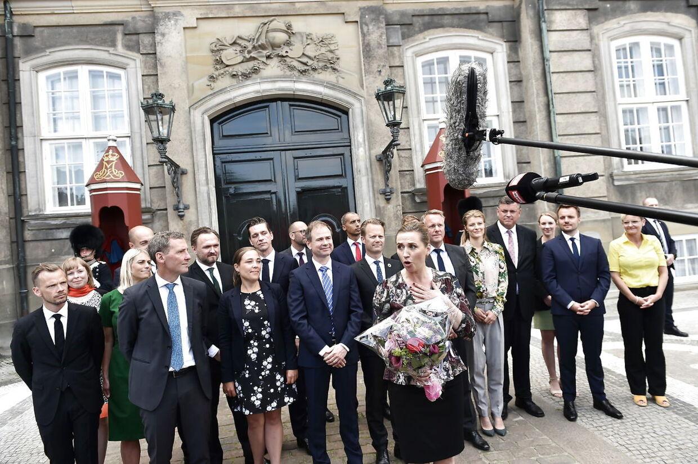 Mette Frederiksen præsenterede den nye S-regering på Amalienborg den 27. juni 2019. Her et år senere har særligt en minister gjort det dårligt, mener vælgerne.