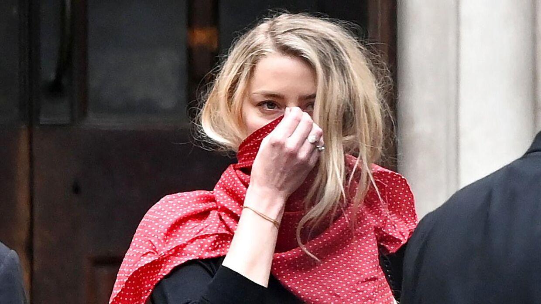 Amber Heard forlader her retten efter anden dag i sagen.