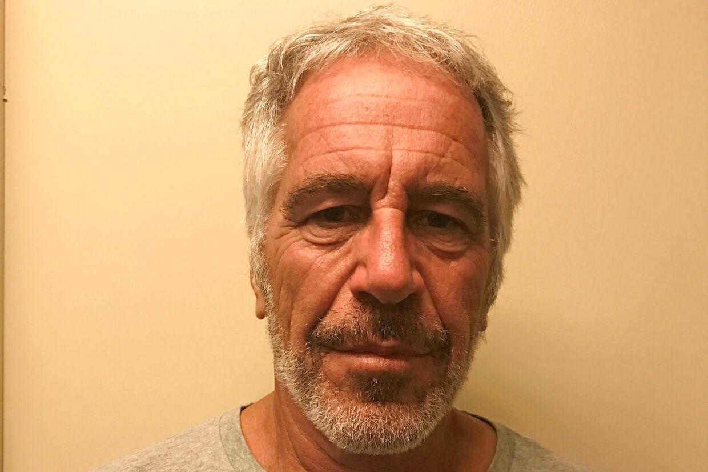 Det er et år siden, at Jeffrey Epstein blev fængslet. Billedet her stammer dog fra 2017, hvor han blev registreret som sexforbryder i myndighedernes registre.