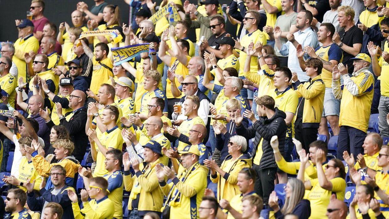 Superligakamp mellem Brøndby-FC Nordsjælland på Brøndby Stadion, torsdag den 9 juli 2020. ** OBS billedet er optaget med et teleobjektiv og afstanden mellem personer på billedet kan opfattes mindre en den reelt er. **