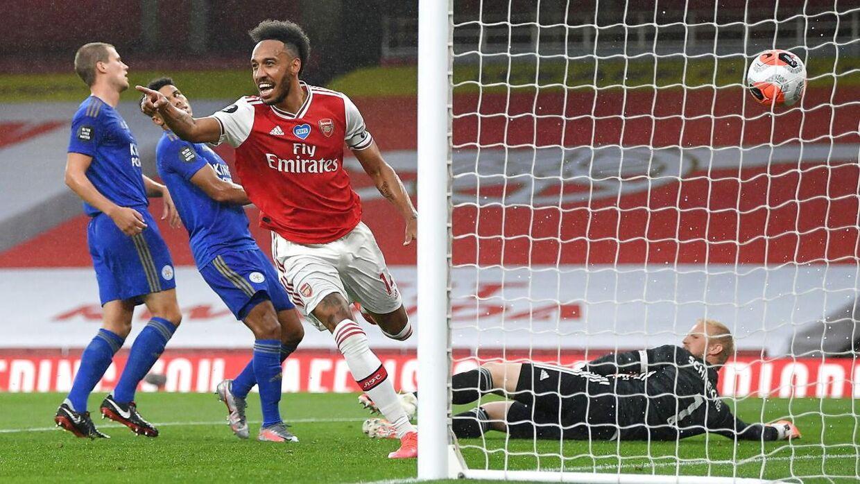 Pierre-Emerick Aubameyang har i denne Premier League-sæson scoret 20 gange for Arsenal i 32 kampe. Her har han netop scoret mod Leicester og den danske landsholdsmålmand Kasper Schmeichel.
