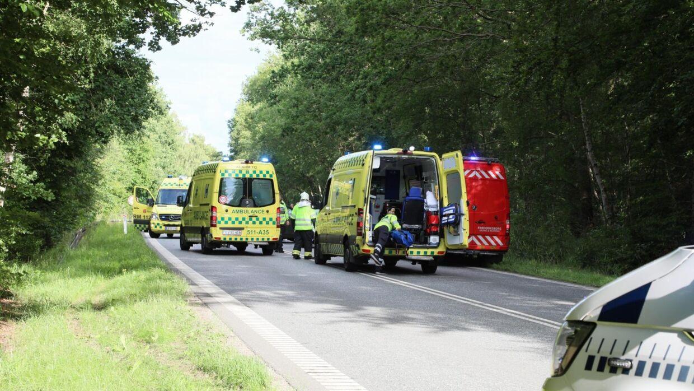 Flere ambulancer var på stedet lørdag.
