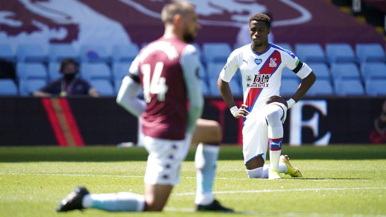 Inden søndagens kamp mod Aston Villa knælede Wilfried Zaha og de øvrige spillere fra begge hold i støtte til Black Lives Matter-bevægelsen.