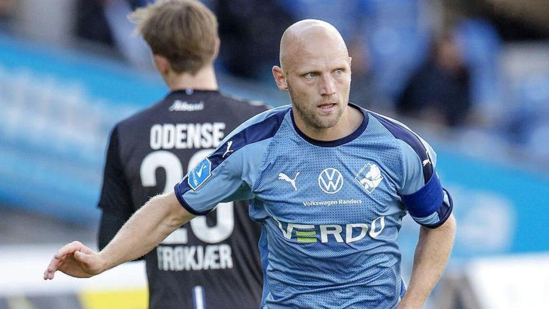 Johnny Thomsen i aktion under kampen mod OB i Superligaens Europa League-slutspil.