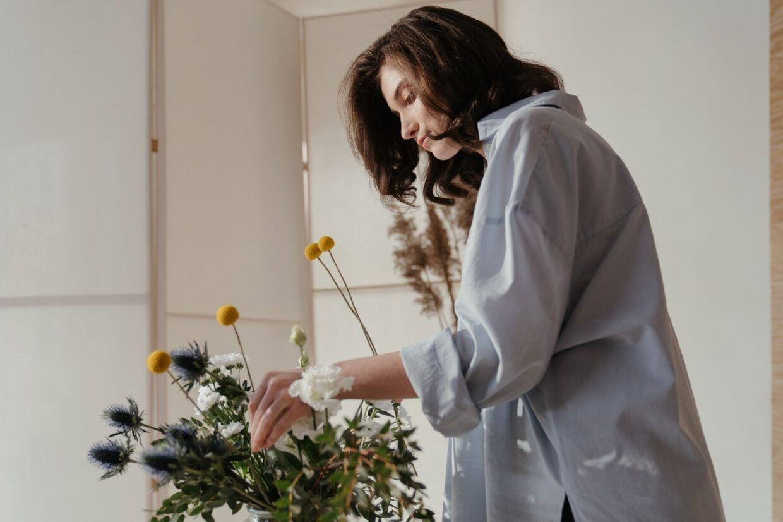 Glæden er stor, når man får blomster, men den varer sjældent længe, fordi buketten ikke kan holde sig frisk og blomsterne hurtigt dør. Her er 7 tips til, hvordan du kan få dine blomsterbuketter til at holde længere.
